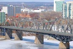 Alexandra-Brückenwinteransicht, Ottawa stockbild