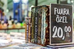Alexandra Bracken-boeken op een tribune in de boekenbeurs die van Eskisehir worden getoond royalty-vrije stock foto