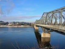 Alexandra Bridge gesehen von der Ottawa-Seite stockbilder