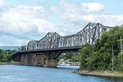 Alexandra Bridge over de Rivier van Ottawa stock afbeelding