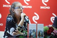 Alexandra Marinina legt haar nieuwe boeken voor Royalty-vrije Stock Afbeeldingen