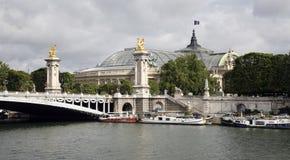 alexandre桥梁全部iii palais巴黎 免版税图库摄影