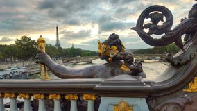 Alexandre ΙΙΙ γέφυρα και ο Άιφελ, Παρίσι, Γαλλία Στοκ Εικόνα