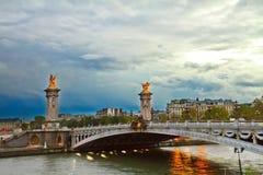 Alexandre桥梁III,巴黎,法国 免版税库存照片