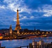 Alexandre III most i wieża eifla, Paryż Fotografia Royalty Free