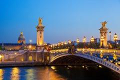 Alexandre III most w wieczór, Paryż, Francja Obraz Royalty Free