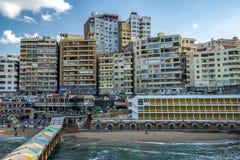 17/11/2018 Alexandria, Ägypten, Ansicht des Dammes der alten Stadt auf der Mittelmeerküste lizenzfreies stockbild