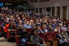 ALEXANDROUPOLIS GREKLAND - FEBRUARI 11, 2018: Folkmassa som deltar i en mu Arkivbilder