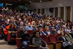 ALEXANDROUPOLIS, GRIECHENLAND - 11. FEBRUAR 2018: Menge, die an einem MU teilnimmt Stockbilder