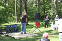 Alexei Navalny speaks at a meeting of activists in the Khimki wood Stock Photos