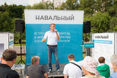 Alexey Navalny houdt een vergadering met kiezers Stock Afbeeldingen