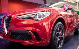 Alfa metálico vermelho Romeo Stelvio do carro da cor foto de stock royalty free