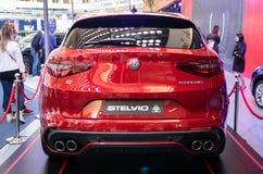 Alfa metálico vermelho Romeo Stelvio do carro da cor foto de stock