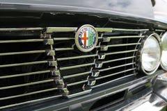 Alfa restaurada Romeo Grill e insignia Imagen de archivo