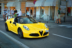 Alfa Romeo 4C - kompakt two-seatersportbil, testdrivealfabetisk Romeo Summer Tour 2016 i Santa Margherita Arkivbilder