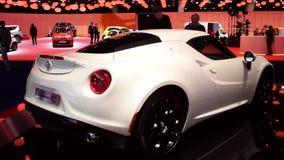 Alfa Romeo 4C na exposição automóvel video estoque