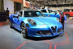 Alfa Romeo 4C sportscar è sul salone dell'automobile del Dubai 2017 fotografie stock