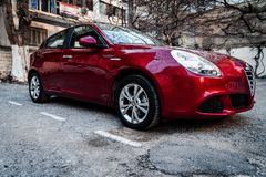 Alfa Romeo Giuletta, koloru zmrok - czerwień myjąca i polerująca, fotografia stock