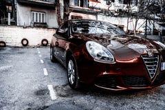 Alfa romeo Giuletta, obscuridade da cor - vermelha, lavada e lustrada imagens de stock
