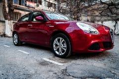 Alfa romeo Giuletta, obscuridade da cor - vermelha, lavada e lustrada fotografia de stock