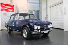 Alfa Romeo Giulia model na pokazie przy Dziejowym Muzealnym Alfa Romeo obrazy stock