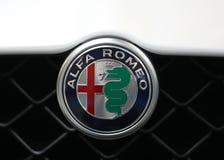 Alfa Romeo metallisk logocloseup på den Alfa Romeo bilen som visas på den 3rd upplagan av MOTO-SHOWEN i Cracow Polen Royaltyfri Fotografi