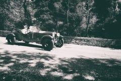 ALFA ROMEO 6 1500 MM 1928 en gammal tävlings- bil samlar in Mille Miglia 2017 det berömda italienska historiska loppet 1927-1957  Royaltyfri Foto