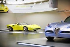 Alfa Romeo 33/2 modèle de Speciale de coupé sur l'affichage au musée historique Alfa Romeo photos stock