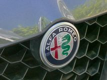 Alfa Romeo samochodu emblemat obrazy stock