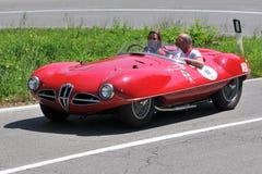 Alfa Romeo-Spinne 1954 - Vernasca silberne Markierungsfahne 2011 Stockbilder
