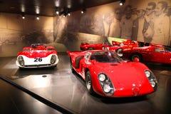 Alfa Romeo Type 33/2 Le Mans e di Daytona su esposizione al museo storico Alfa Romeo fotografia stock