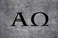 Alfa y Omega en piedra foto de archivo