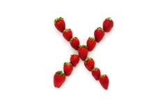 Alfabet X, bokstav från gruppen av jordgubbar är ordnat Top beskådar bakgrund isolerad white Royaltyfria Bilder