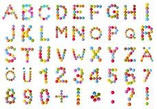 Alfabet en aantallen in chocoladesuikergoed Stock Afbeeldingen