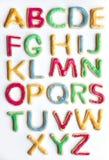 Alfabet i dekorerade färgglade kakor arkivbild