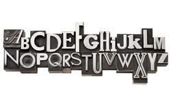 Alfabet i tappningmetalltyp Arkivfoto