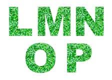 Alfabet L, M, N, O, P van groen gras dat op wit wordt geïsoleerd Abstract alfabet Stock Foto