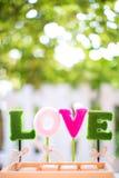 Alfabet l, nolla, v, e ordförälskelsen för garnering tecken av valentindagen och söt bröllopsresa arkivbilder