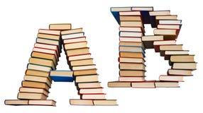 Alfabet som göras ut ur böcker, bokstäver A och B Arkivfoton