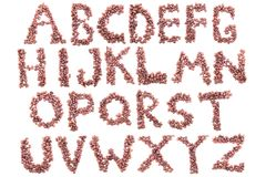 Alfabet van koffiebonen Geïsoleerd op wit stock fotografie