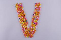 Alfabet van Sugar Coated Colorful Fennel Seeds wordt gemaakt dat royalty-vrije stock afbeeldingen