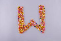 Alfabet van Sugar Coated Colorful Fennel Seeds wordt gemaakt dat royalty-vrije stock fotografie