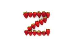 Alfabet Z, bokstav från gruppen av jordgubbar är ordnat Top beskådar bakgrund isolerad white Royaltyfri Foto