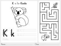 Alfabet A-Z Tracing en raadselaantekenvel, Oefeningen voor jonge geitjes - Kleurend boek Stock Foto's