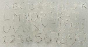 Alfabet in zand Royalty-vrije Stock Fotografie
