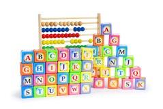 Alfabetblock och kulram Arkivfoton