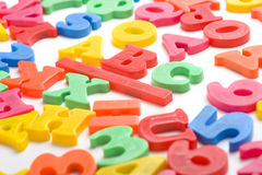 alfabetet letters magnetplast- Arkivbild