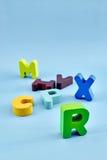 alfabetet letters trä Arkivfoto