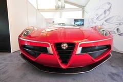 Alfabetisk Romeo Disco Volante Touring på skärm under Singapore yachtshow på en grad 15 Marina Club Arkivfoto