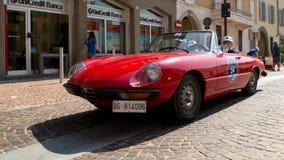 Alfabetisk Romeo Duetto på circuitoen di Zingonia 2014 Arkivbild